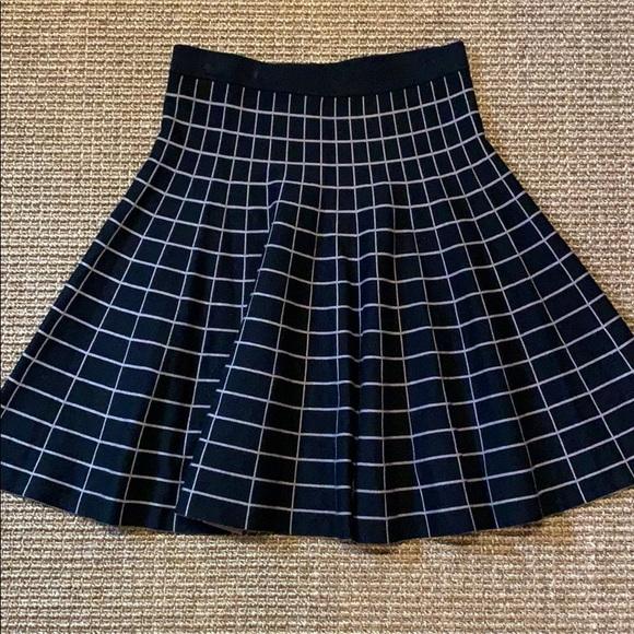 CARMEN MARC VALVO Dresses & Skirts - CARMEN MARC VALVO KNIT SKATER SKIRT S